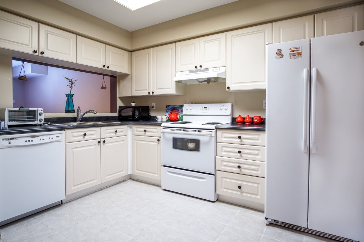 Townhouse at 11 13713 72A AVENUE, Unit 11, Surrey, British Columbia. Image 12