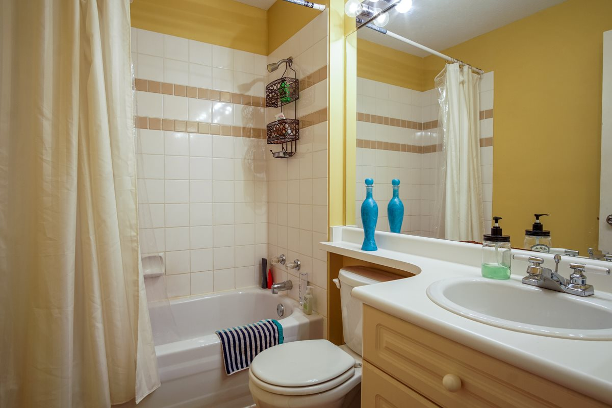 Townhouse at 11 13713 72A AVENUE, Unit 11, Surrey, British Columbia. Image 15