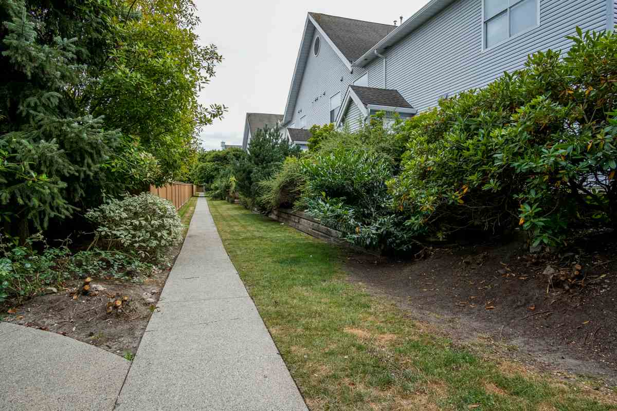 Townhouse at 11 13713 72A AVENUE, Unit 11, Surrey, British Columbia. Image 19