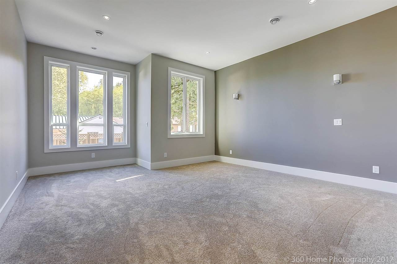Detached at 17298 0A AVENUE, South Surrey White Rock, British Columbia. Image 10