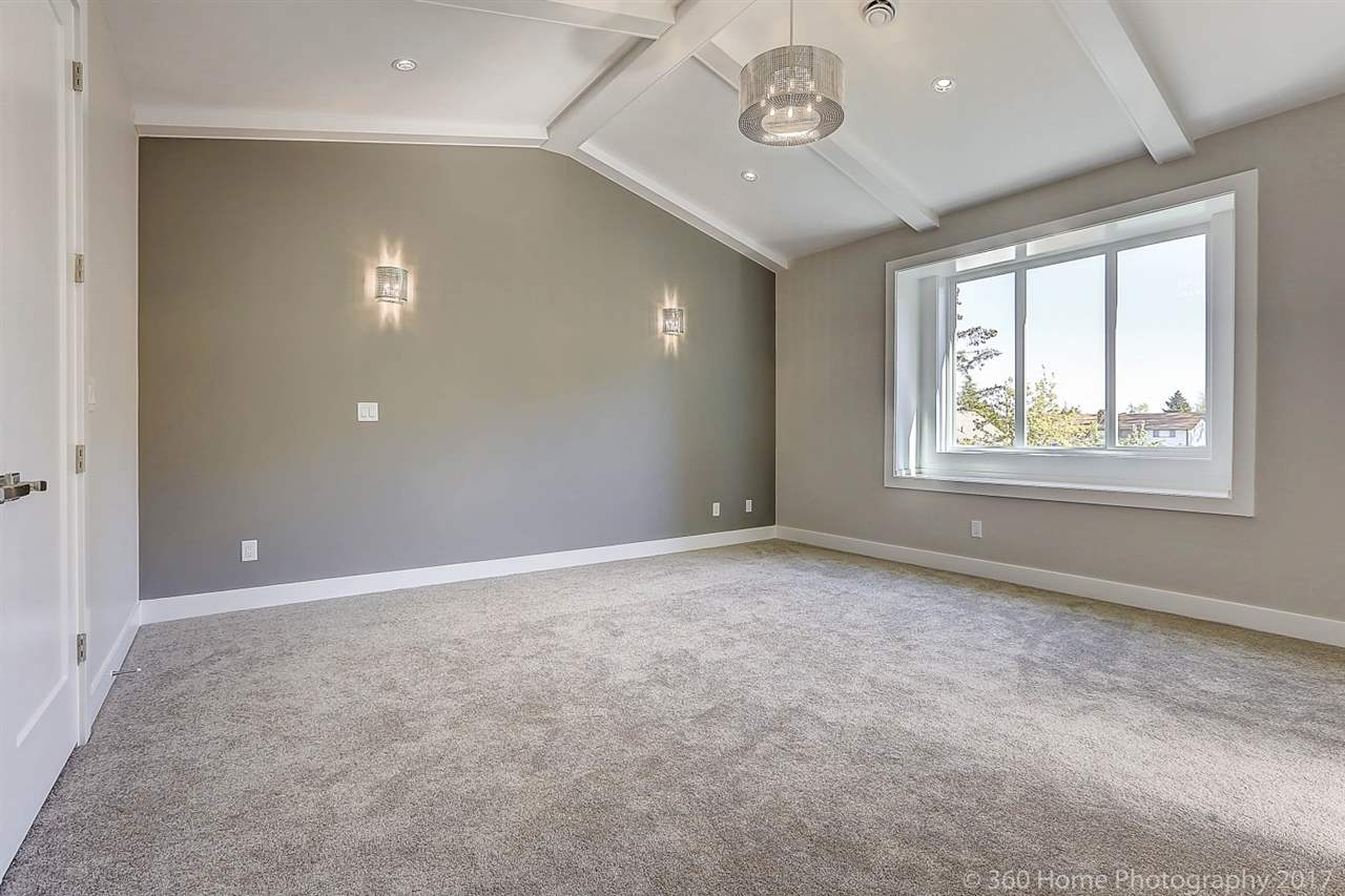 Detached at 17298 0A AVENUE, South Surrey White Rock, British Columbia. Image 12