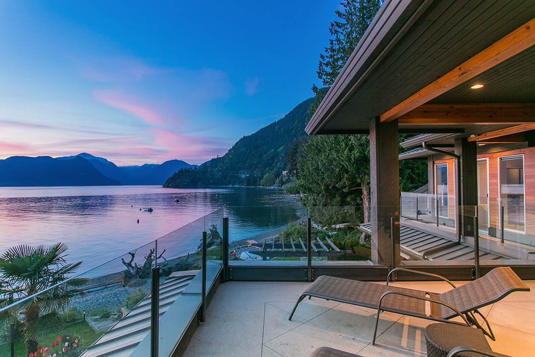 Detached at 24 BRUNSWICK BEACH ROAD, West Vancouver, British Columbia. Image 2