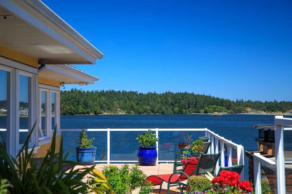 Detached at 206 PORTSMOUTH DRIVE, Out of Town, British Columbia. Image 1