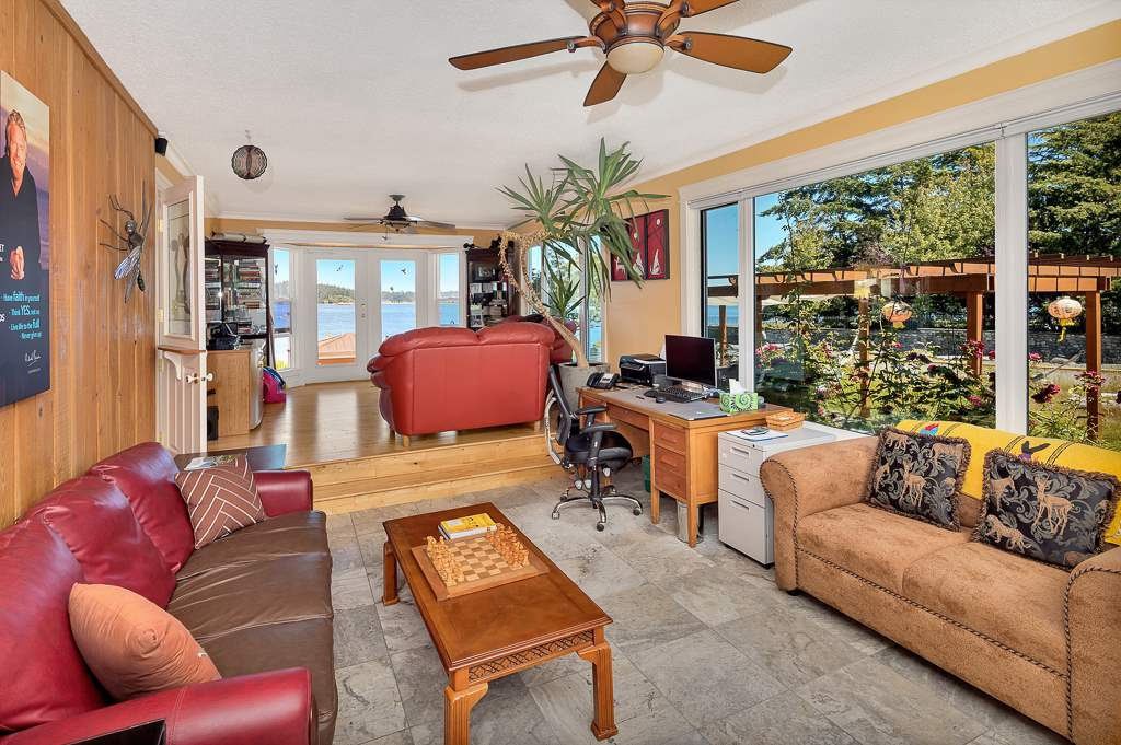 Detached at 206 PORTSMOUTH DRIVE, Out of Town, British Columbia. Image 6