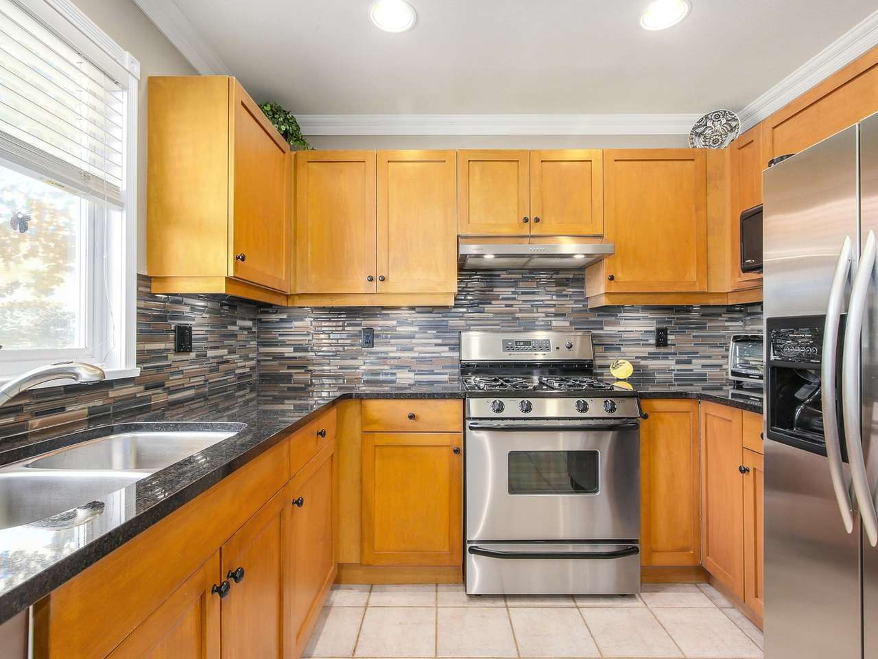 Detached at 16196 14A AVENUE, South Surrey White Rock, British Columbia. Image 3