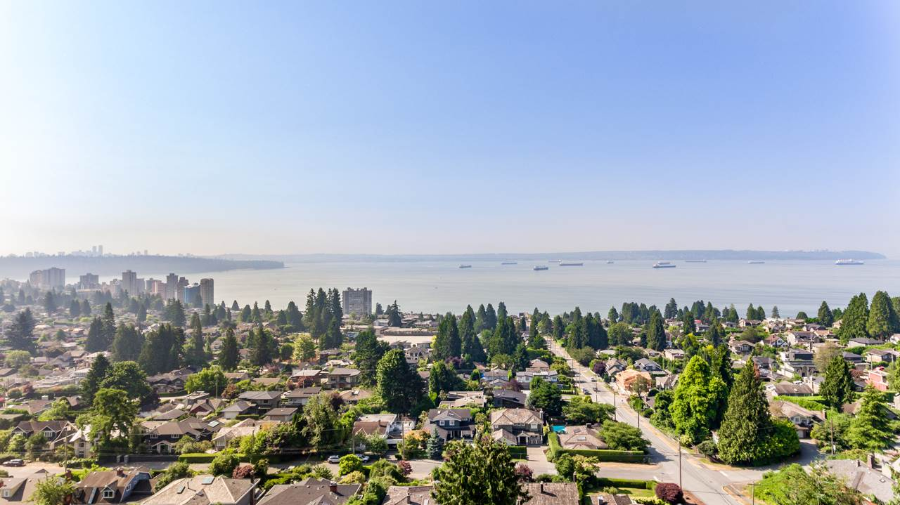 Detached at 2479 OTTAWA AVENUE, West Vancouver, British Columbia. Image 1