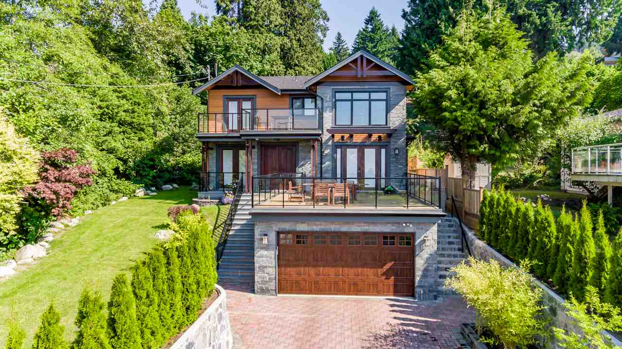 Detached at 2479 OTTAWA AVENUE, West Vancouver, British Columbia. Image 2