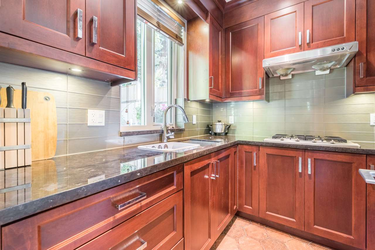 Detached at 2479 OTTAWA AVENUE, West Vancouver, British Columbia. Image 11