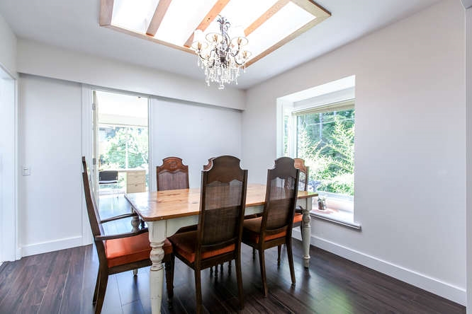 Detached at 1840 MATHERS AVENUE, West Vancouver, British Columbia. Image 3