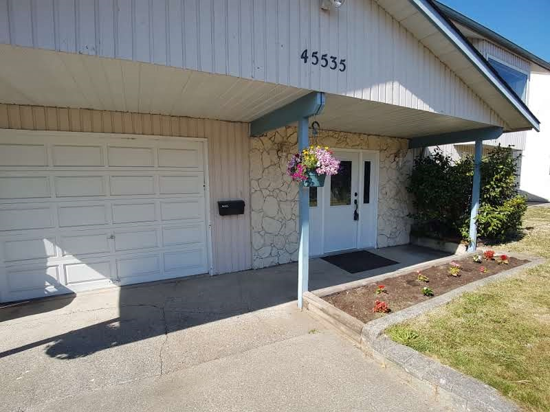 Detached at 45535 PERTH AVENUE, Sardis, British Columbia. Image 3