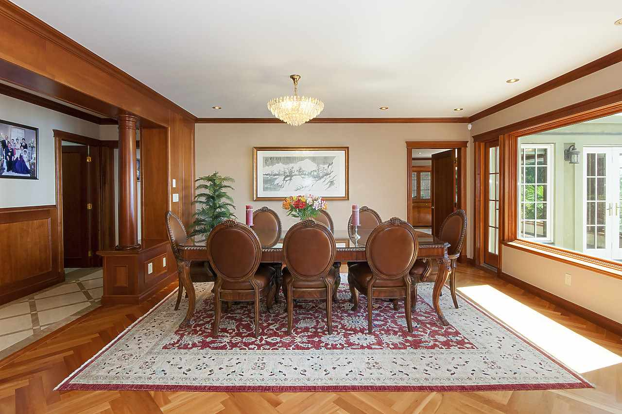 Detached at 4648 S PICCADILLY ROAD, West Vancouver, British Columbia. Image 5
