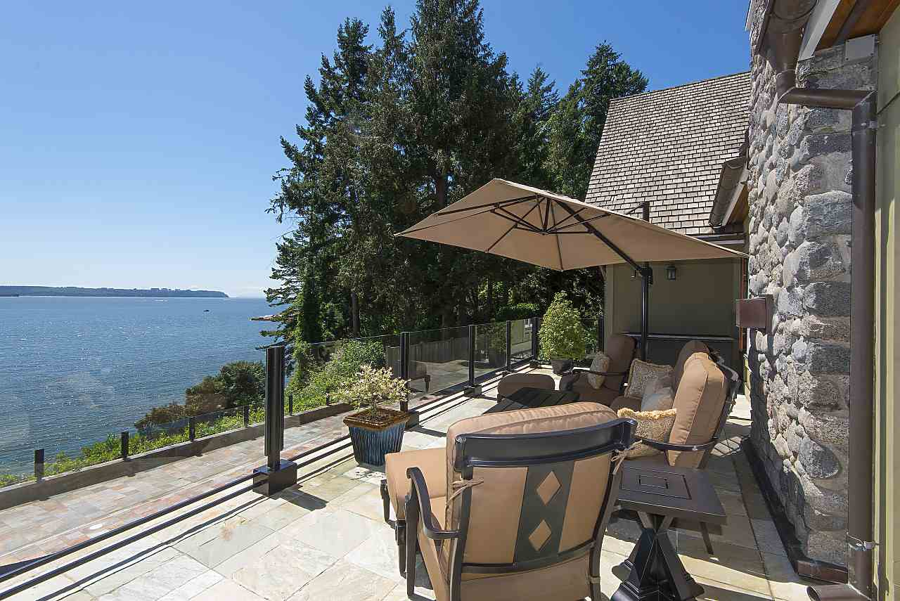 Detached at 4648 S PICCADILLY ROAD, West Vancouver, British Columbia. Image 6