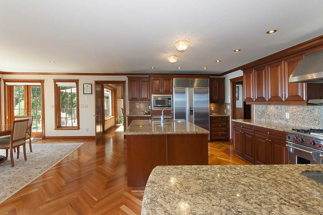 Detached at 4648 S PICCADILLY ROAD, West Vancouver, British Columbia. Image 7