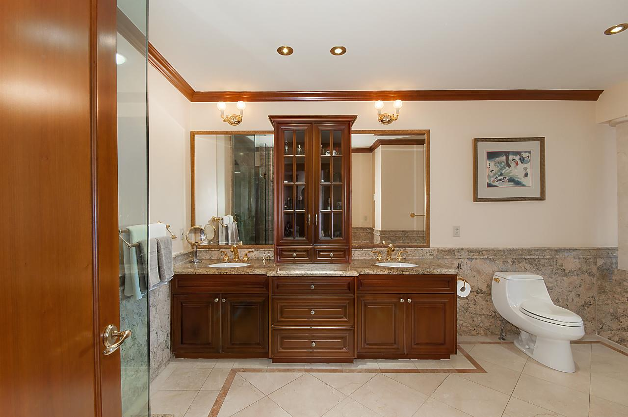 Detached at 4648 S PICCADILLY ROAD, West Vancouver, British Columbia. Image 10