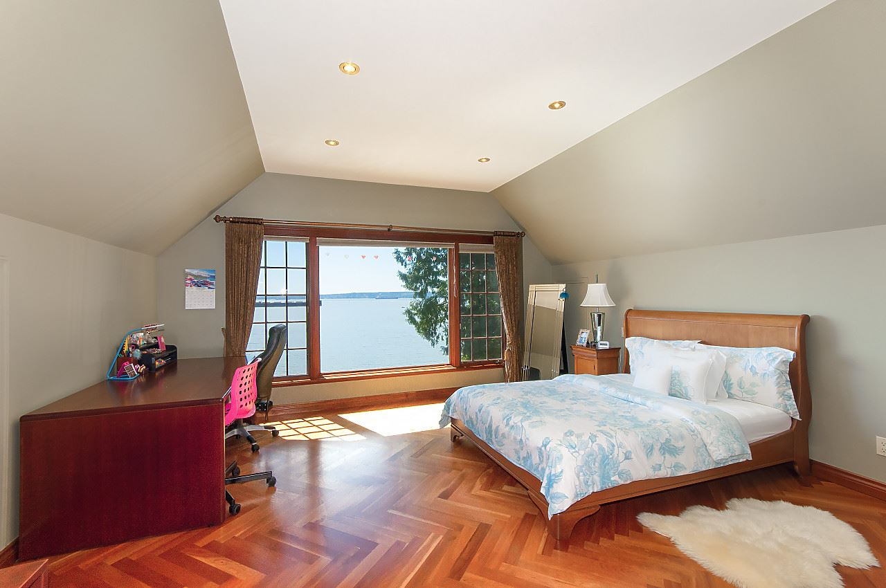 Detached at 4648 S PICCADILLY ROAD, West Vancouver, British Columbia. Image 13