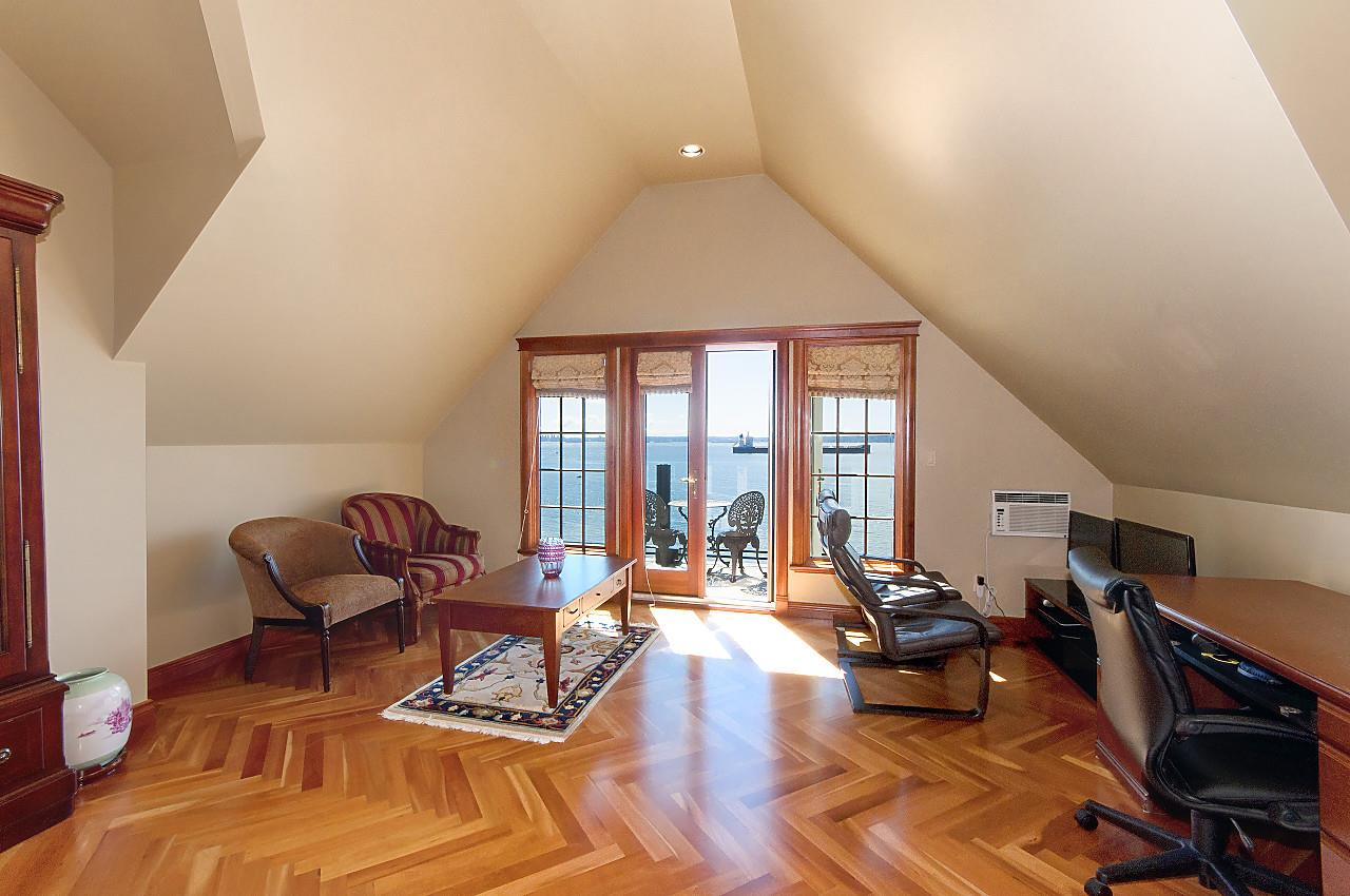 Detached at 4648 S PICCADILLY ROAD, West Vancouver, British Columbia. Image 14