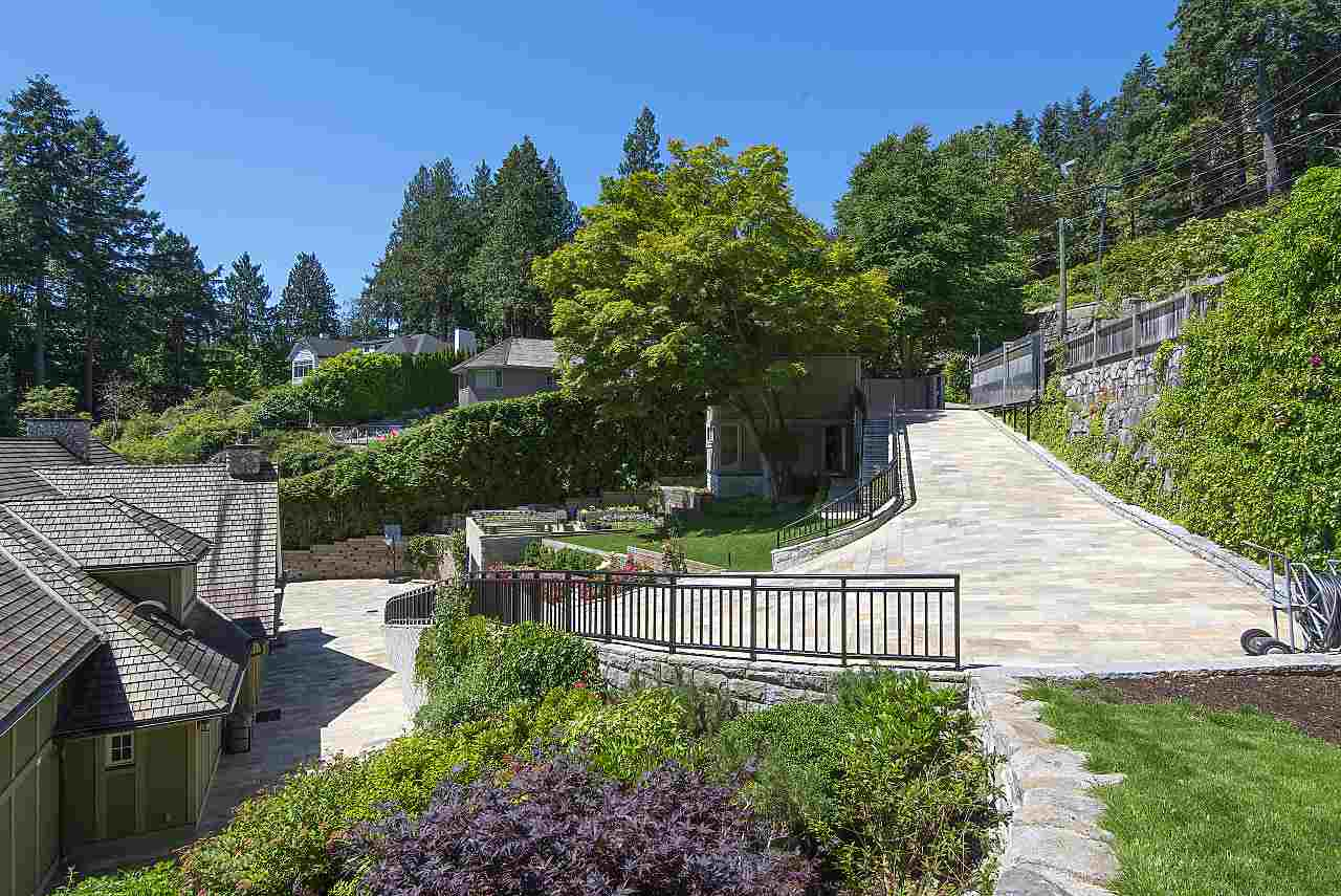 Detached at 4648 S PICCADILLY ROAD, West Vancouver, British Columbia. Image 15