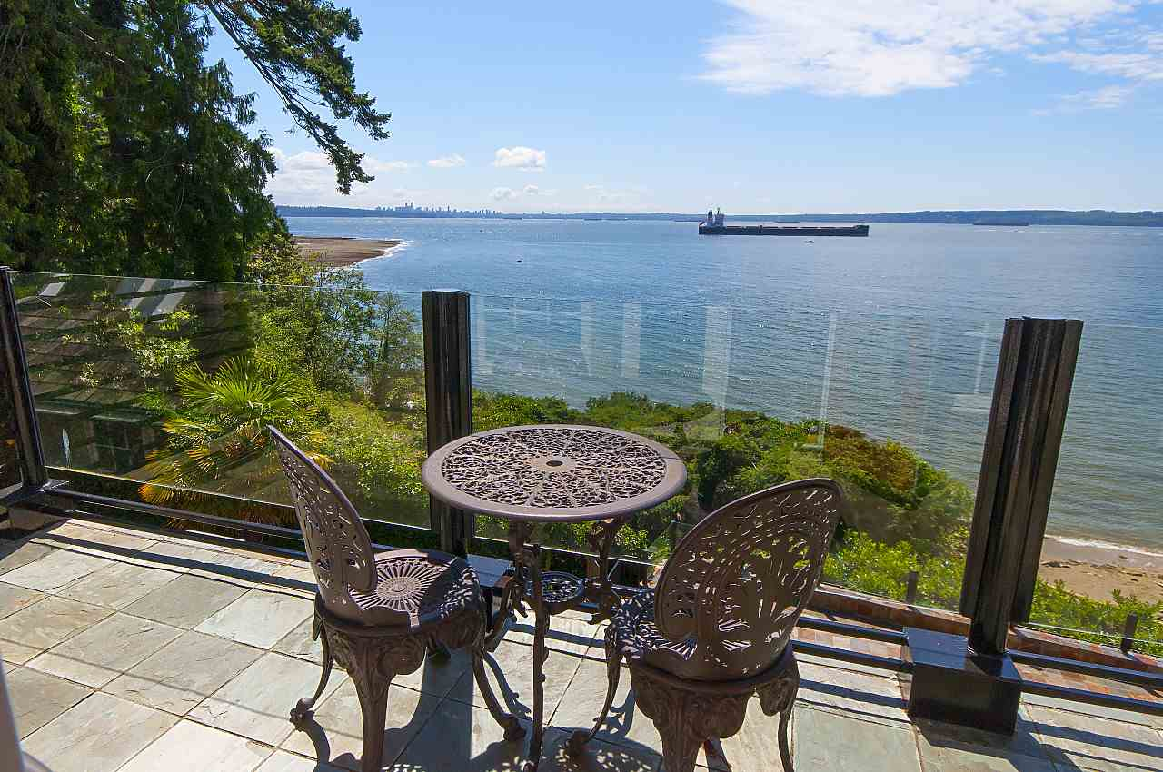 Detached at 4648 S PICCADILLY ROAD, West Vancouver, British Columbia. Image 17