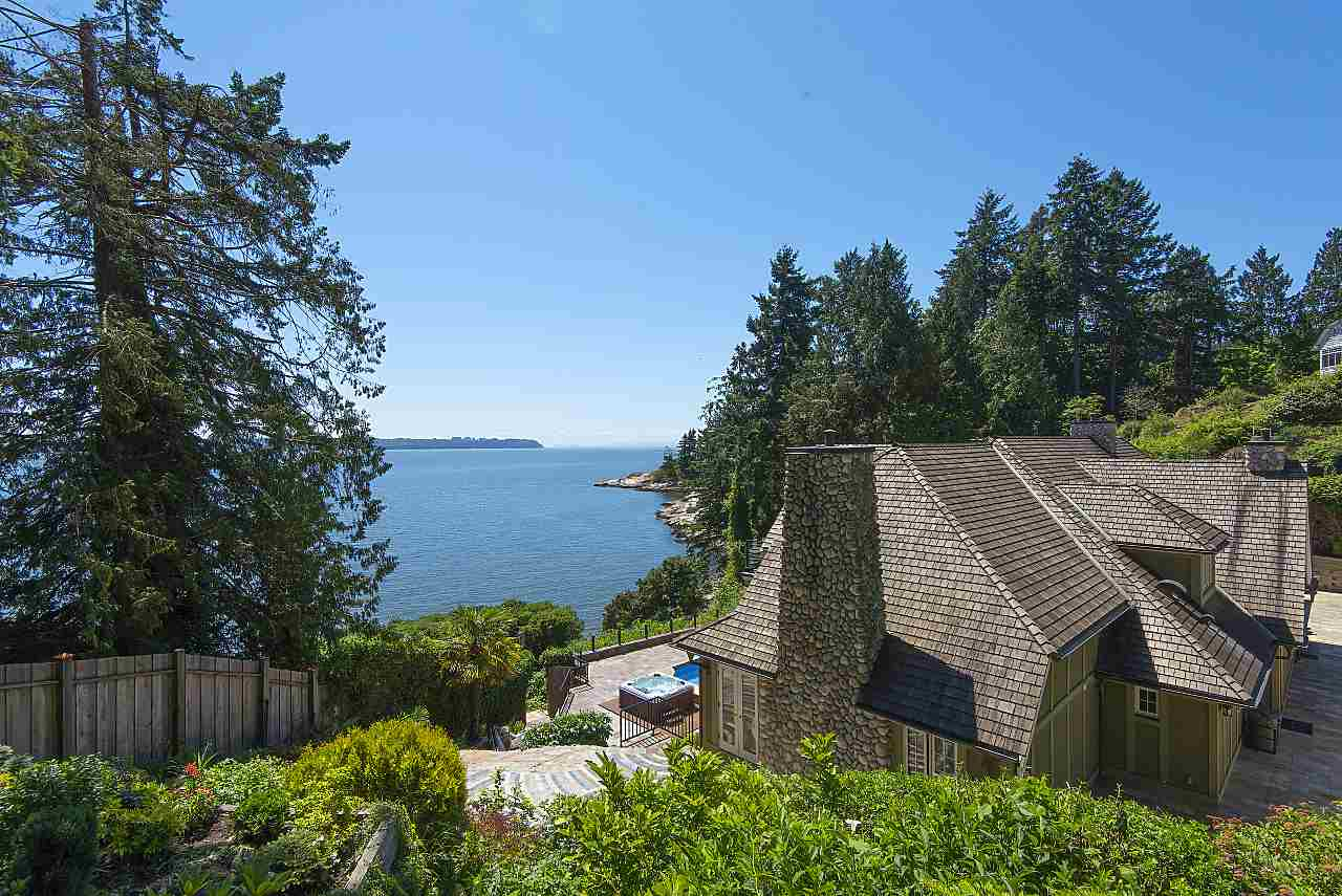 Detached at 4648 S PICCADILLY ROAD, West Vancouver, British Columbia. Image 19