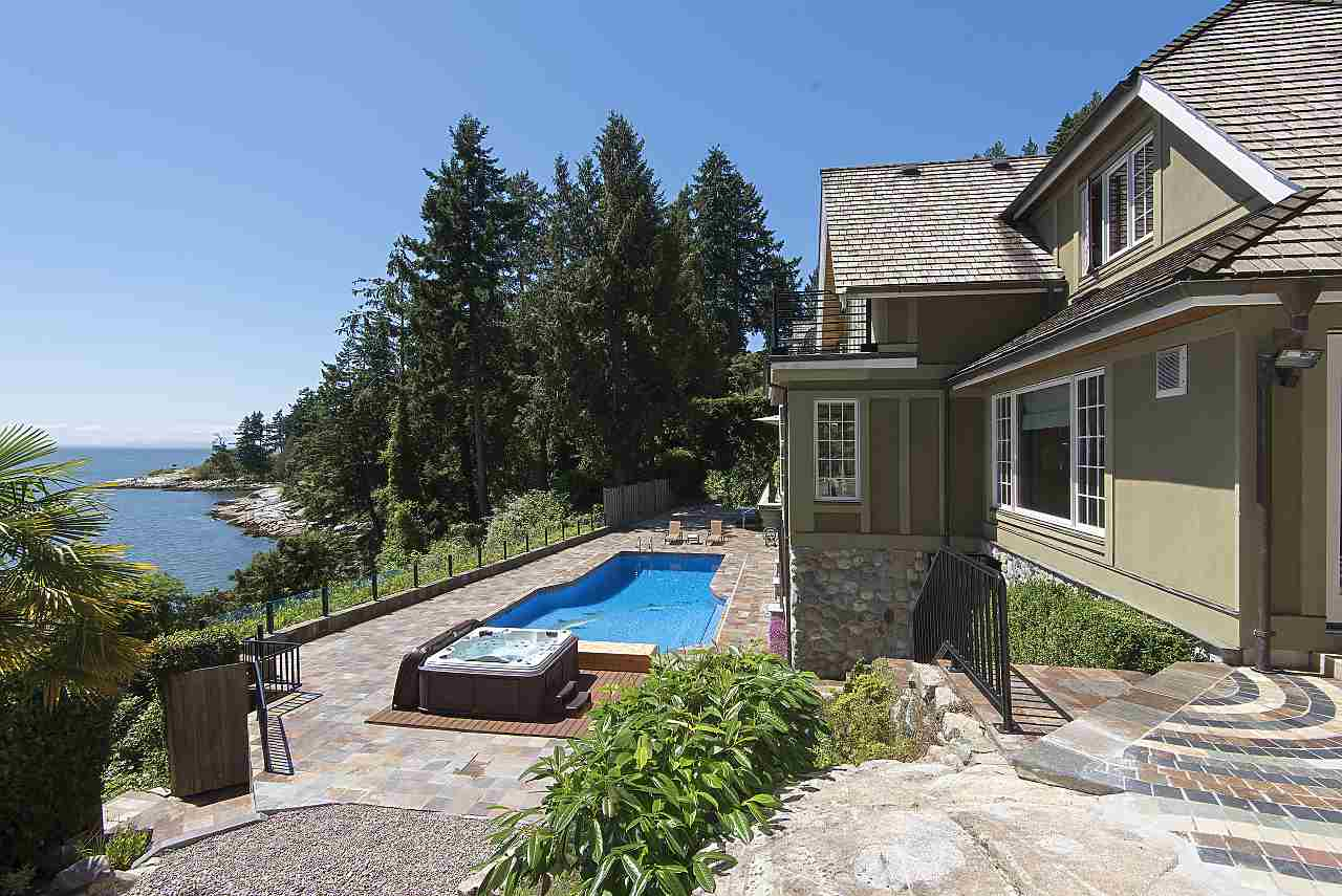 Detached at 4648 S PICCADILLY ROAD, West Vancouver, British Columbia. Image 20