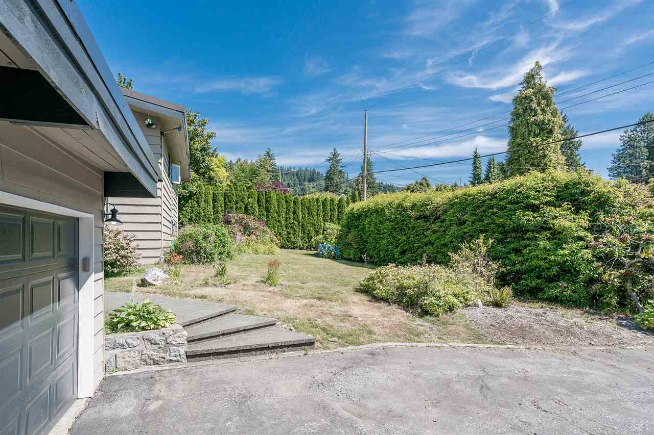 Detached at 1565 19TH STREET, West Vancouver, British Columbia. Image 1