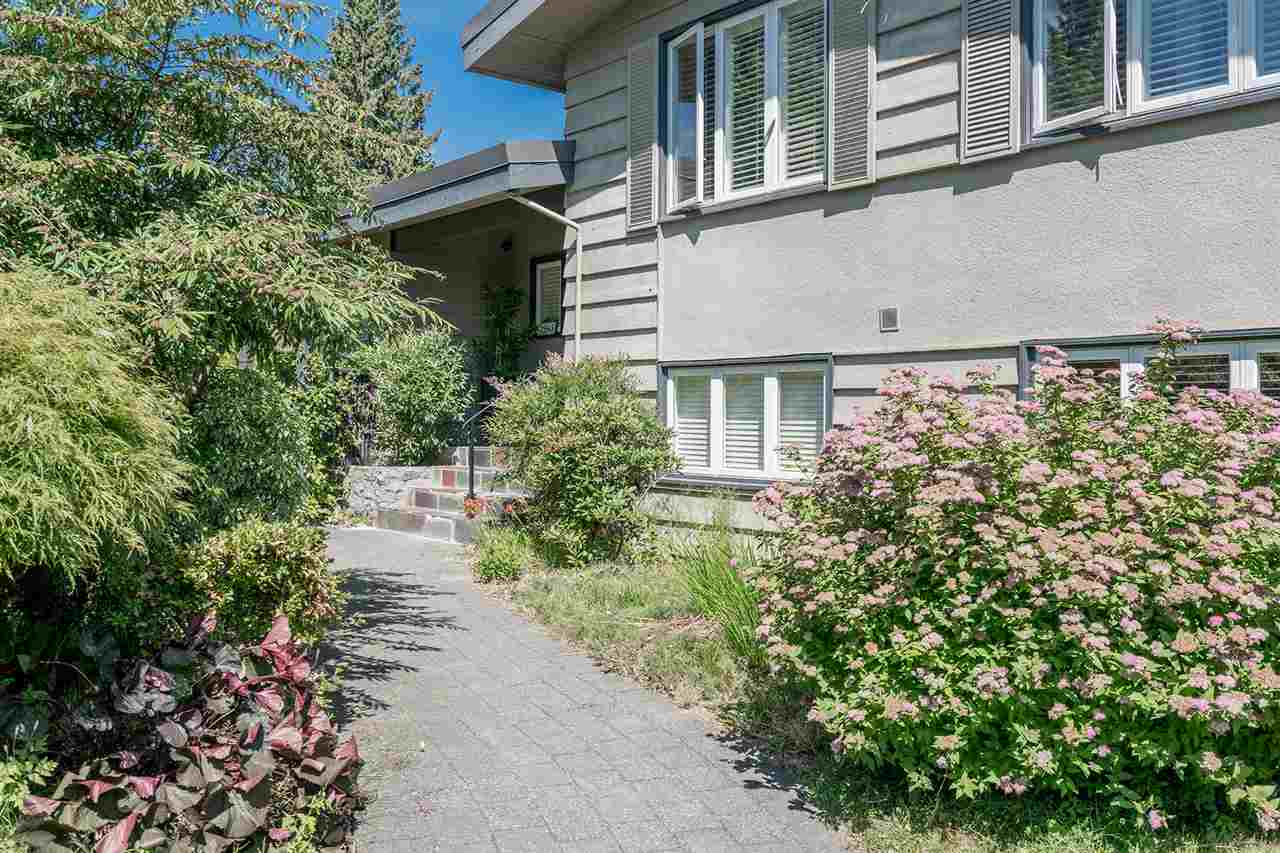 Detached at 1565 19TH STREET, West Vancouver, British Columbia. Image 3