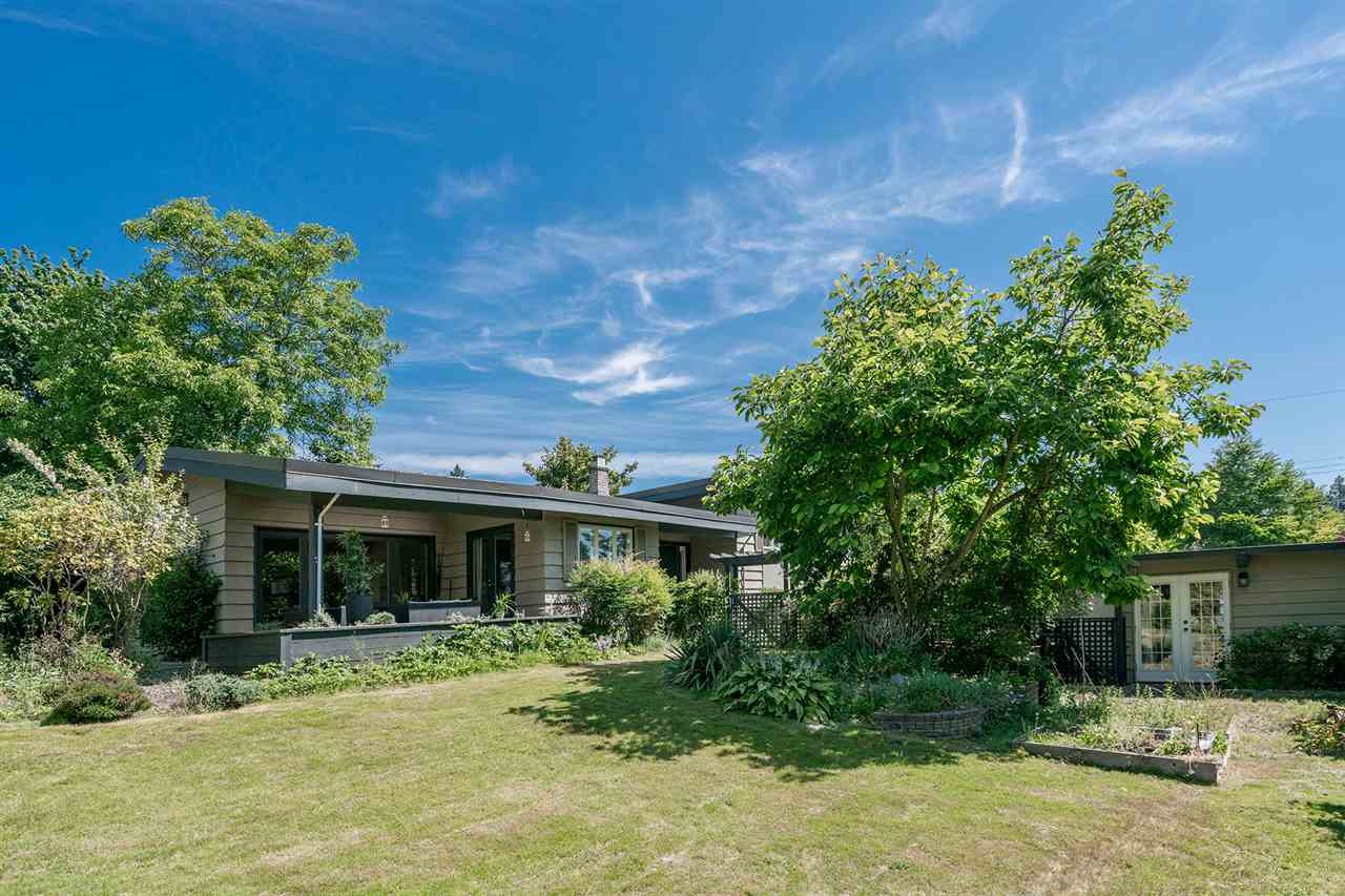 Detached at 1565 19TH STREET, West Vancouver, British Columbia. Image 4