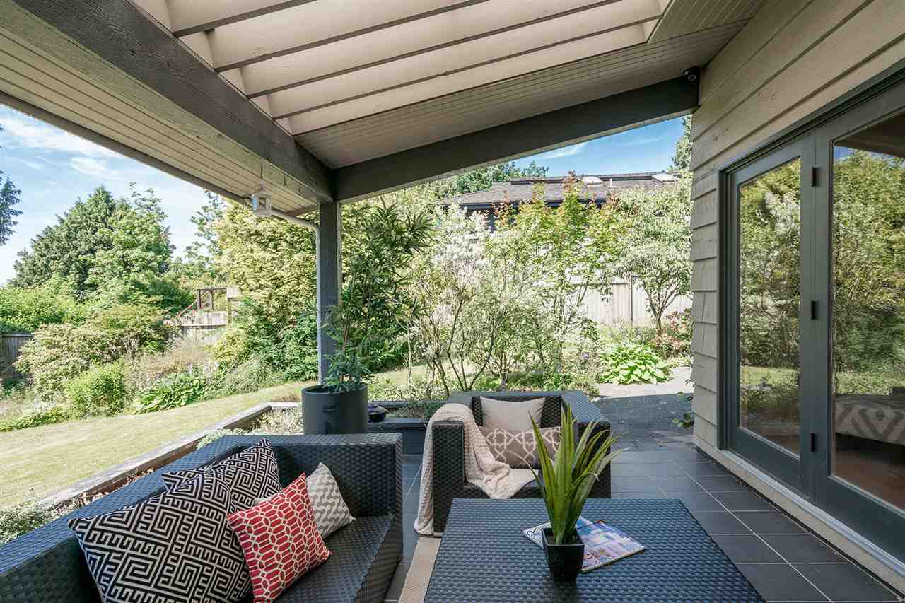 Detached at 1565 19TH STREET, West Vancouver, British Columbia. Image 5