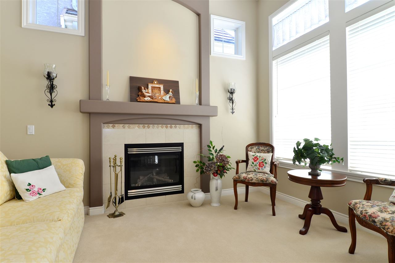 Detached at 3527 ROSEMARY HEIGHTS CRESCENT, South Surrey White Rock, British Columbia. Image 2