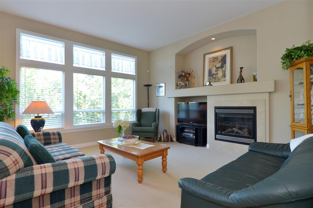 Detached at 3527 ROSEMARY HEIGHTS CRESCENT, South Surrey White Rock, British Columbia. Image 3
