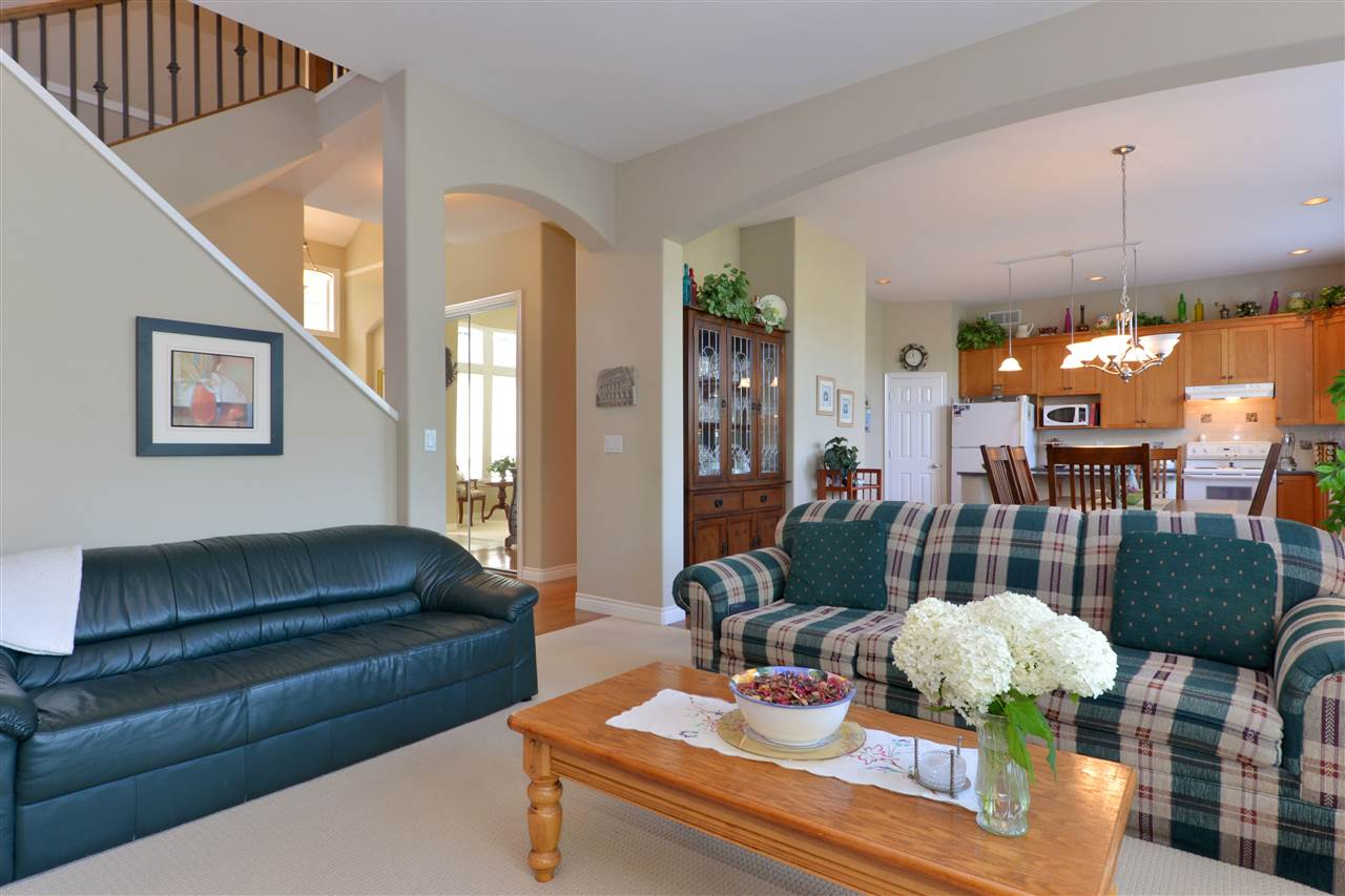 Detached at 3527 ROSEMARY HEIGHTS CRESCENT, South Surrey White Rock, British Columbia. Image 5