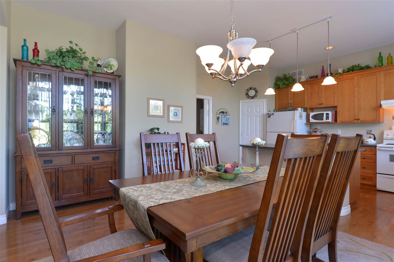 Detached at 3527 ROSEMARY HEIGHTS CRESCENT, South Surrey White Rock, British Columbia. Image 7