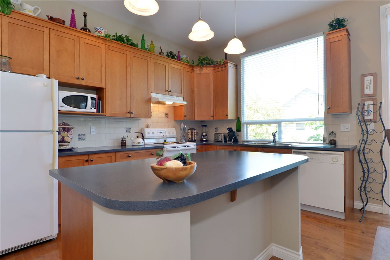 Detached at 3527 ROSEMARY HEIGHTS CRESCENT, South Surrey White Rock, British Columbia. Image 9
