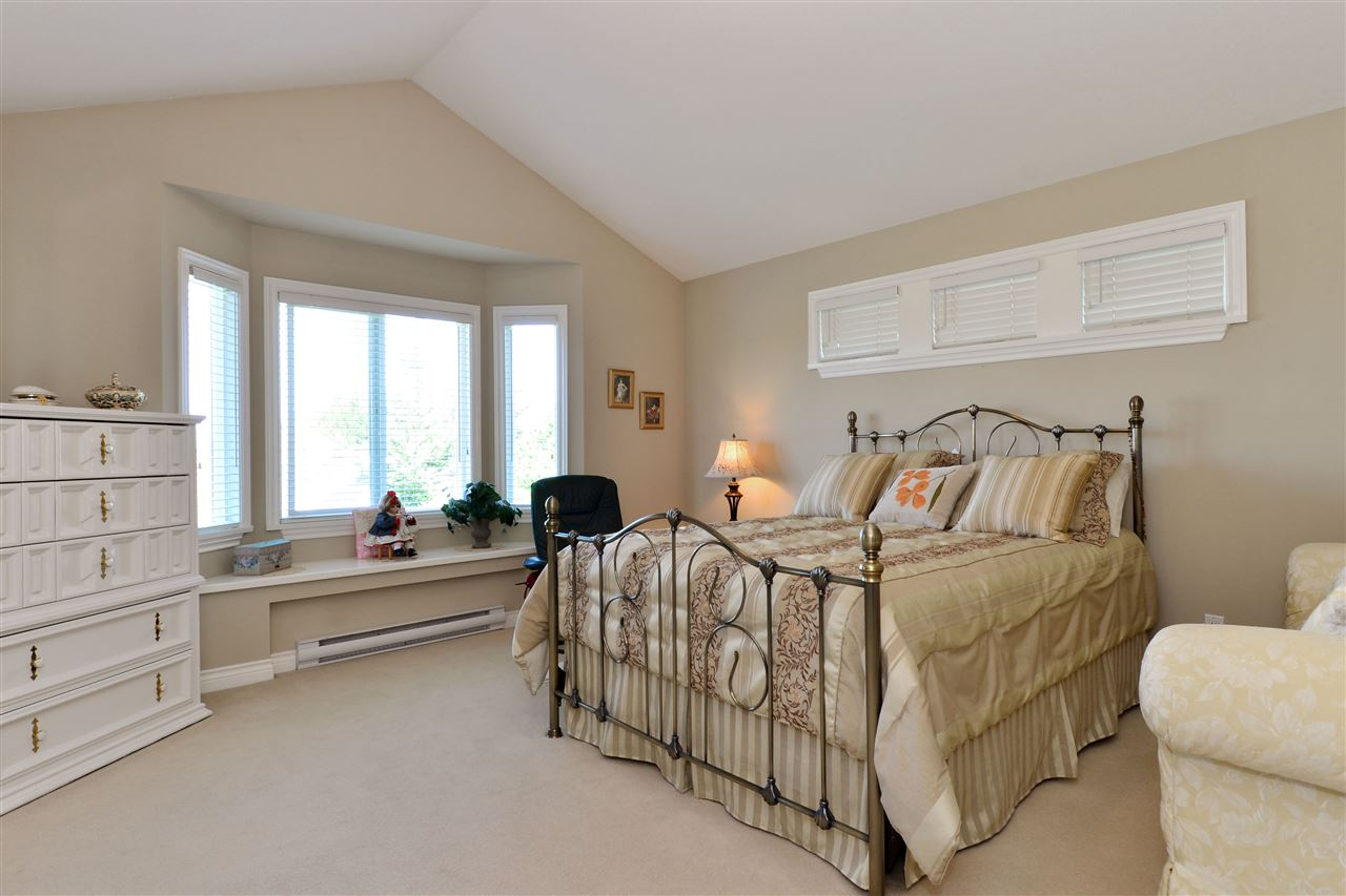 Detached at 3527 ROSEMARY HEIGHTS CRESCENT, South Surrey White Rock, British Columbia. Image 11