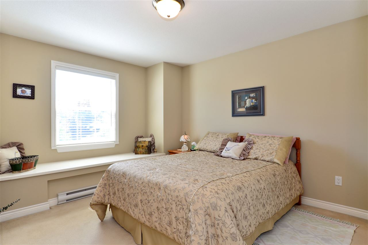 Detached at 3527 ROSEMARY HEIGHTS CRESCENT, South Surrey White Rock, British Columbia. Image 13