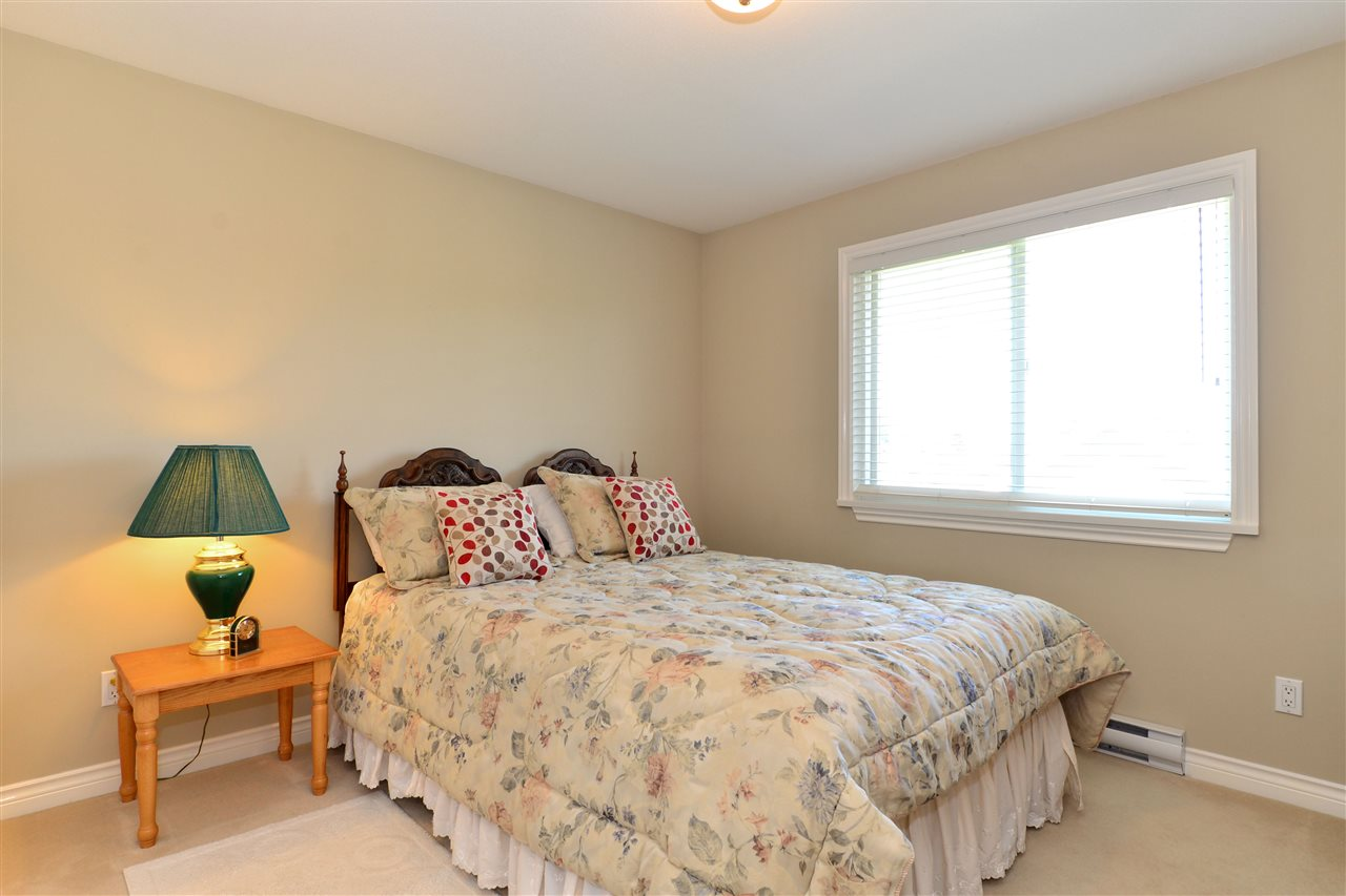 Detached at 3527 ROSEMARY HEIGHTS CRESCENT, South Surrey White Rock, British Columbia. Image 15