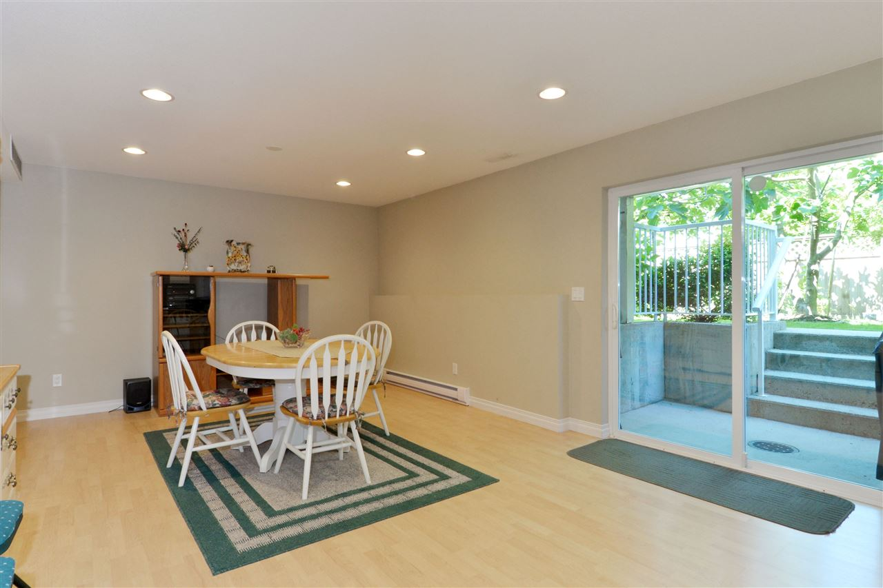 Detached at 3527 ROSEMARY HEIGHTS CRESCENT, South Surrey White Rock, British Columbia. Image 18