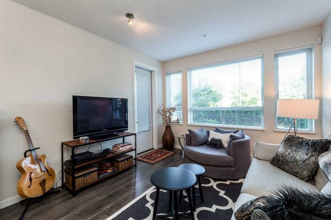 Condo Apartment at 122 2665 MOUNTAIN HIGHWAY, Unit 122, North Vancouver, British Columbia. Image 3