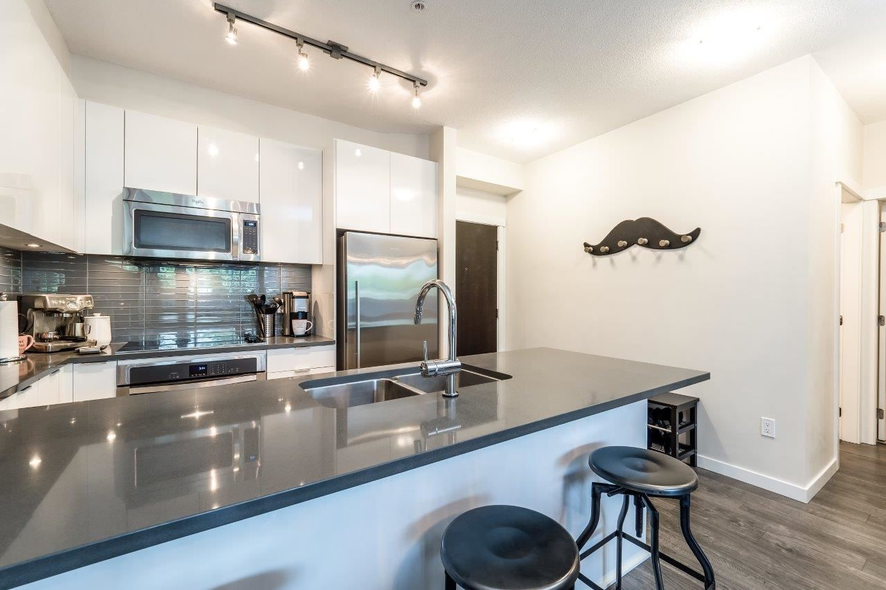 Condo Apartment at 122 2665 MOUNTAIN HIGHWAY, Unit 122, North Vancouver, British Columbia. Image 7