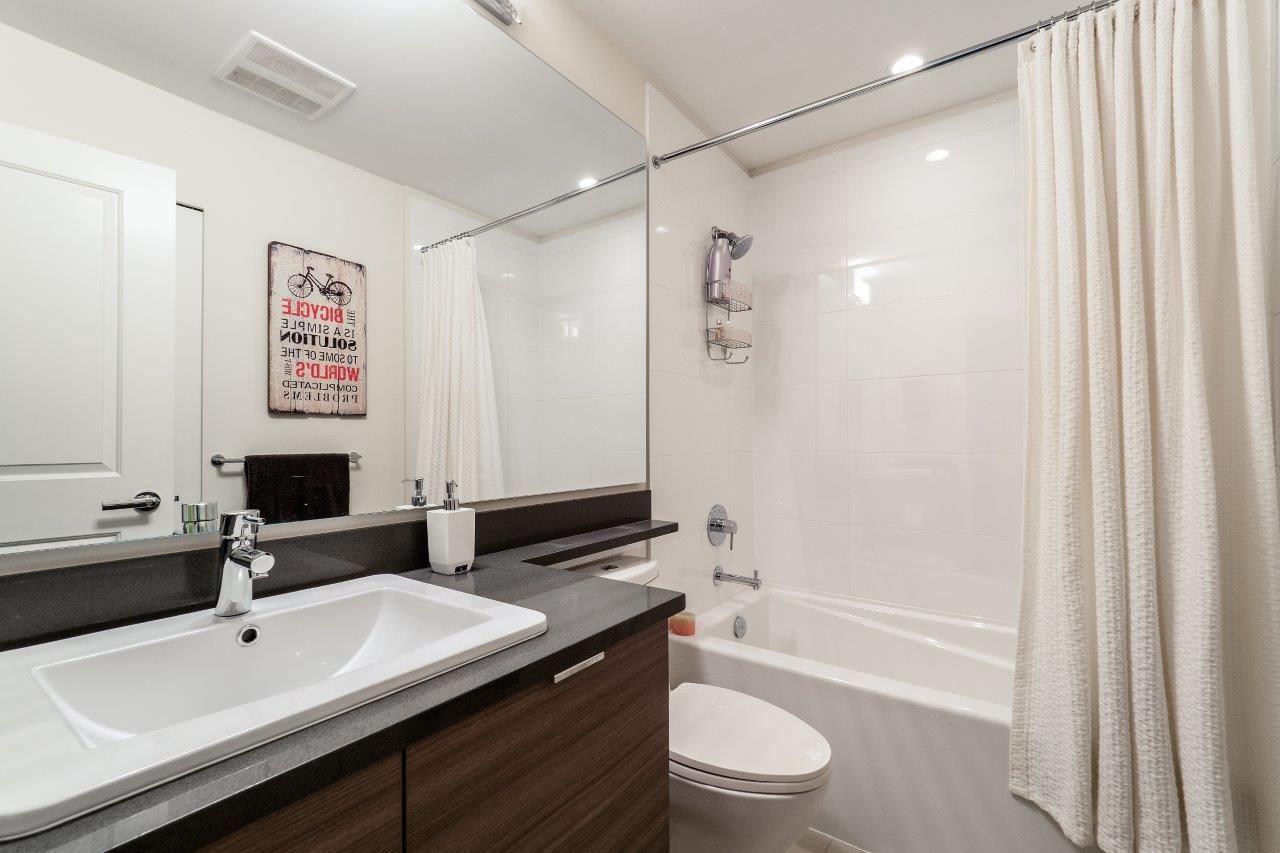 Condo Apartment at 122 2665 MOUNTAIN HIGHWAY, Unit 122, North Vancouver, British Columbia. Image 11