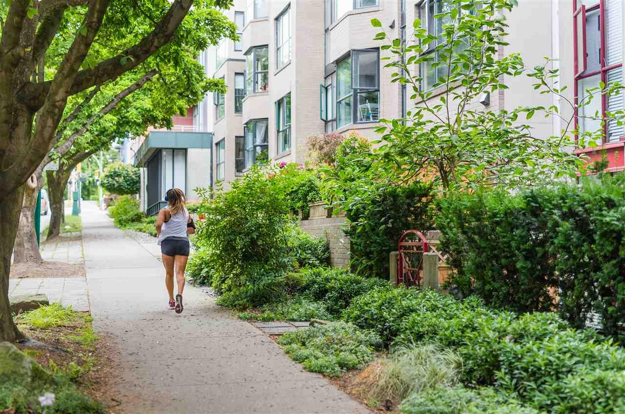 Condo Apartment at 201 2140 W 12TH AVENUE, Unit 201, Vancouver West, British Columbia. Image 17