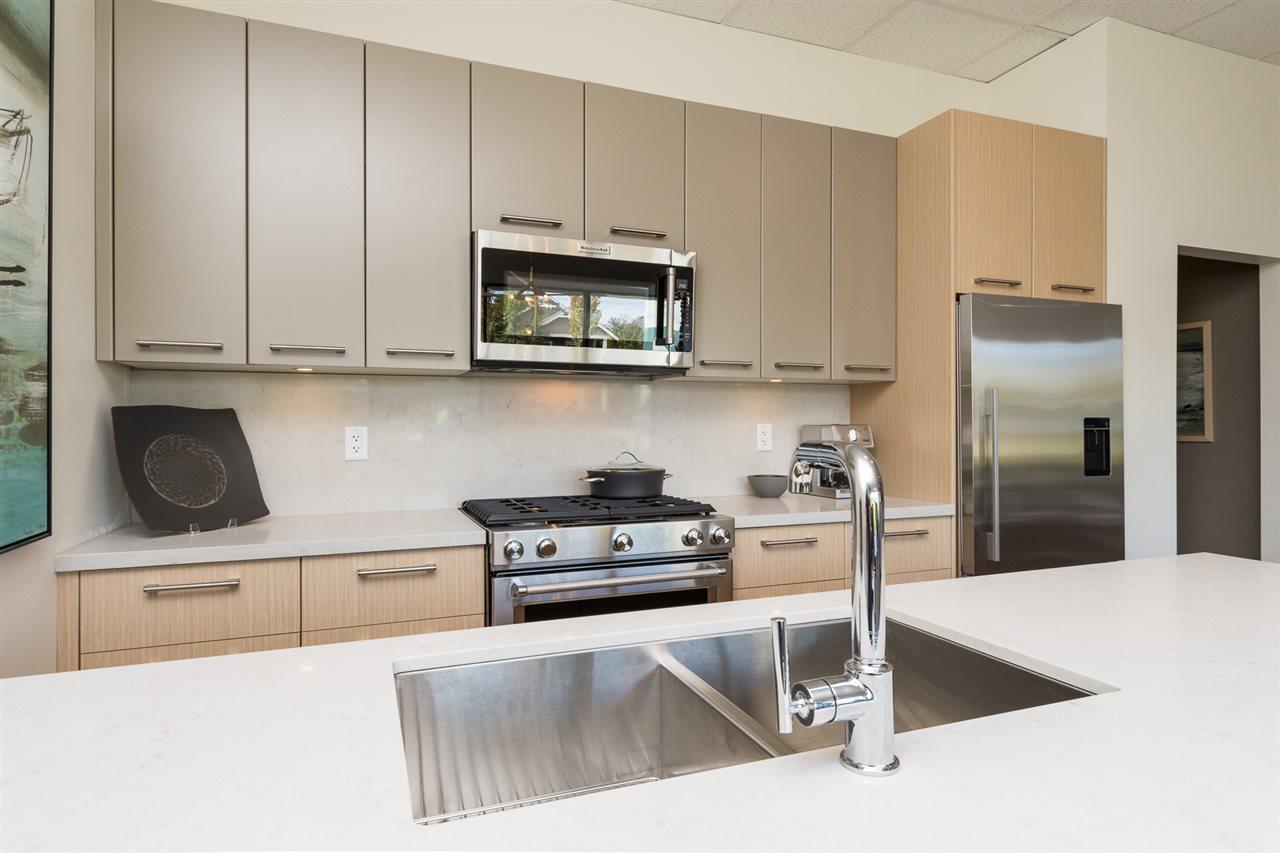 Condo Apartment at 205 14022 NORTH BLUFF ROAD, Unit 205, South Surrey White Rock, British Columbia. Image 3