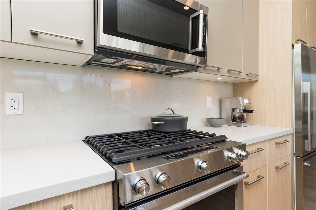 Condo Apartment at 205 14022 NORTH BLUFF ROAD, Unit 205, South Surrey White Rock, British Columbia. Image 4