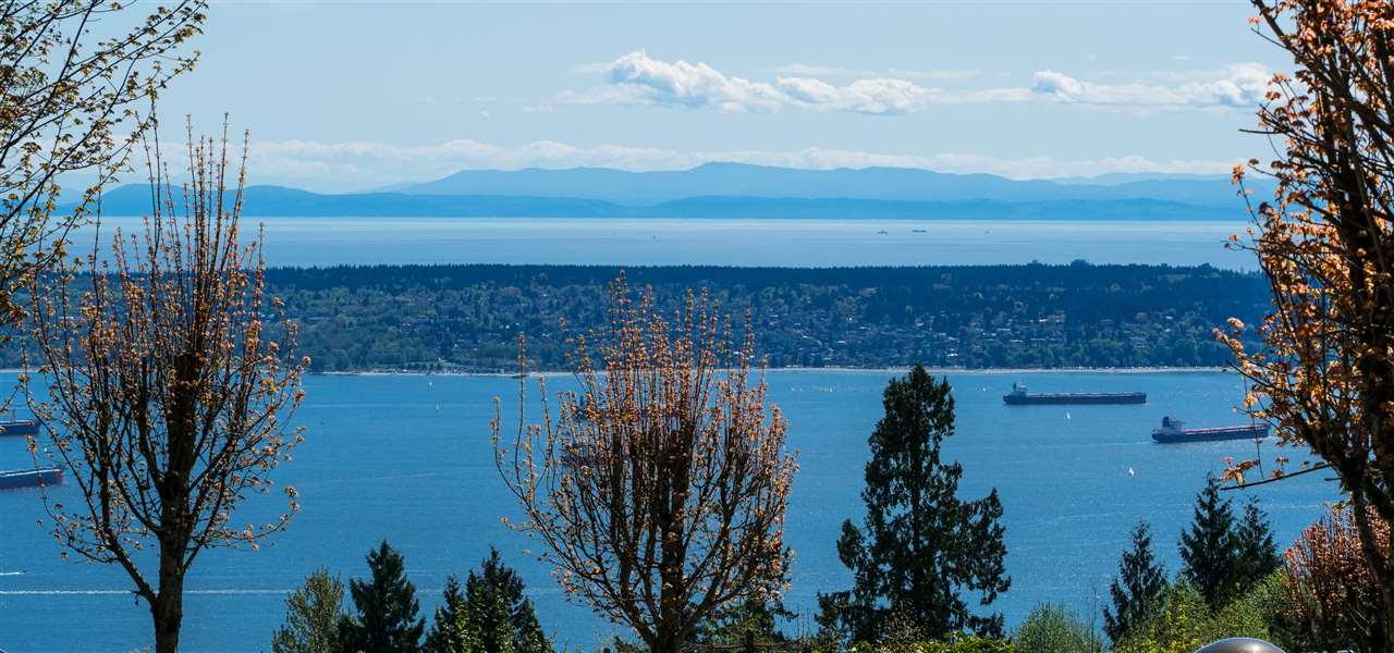 Detached at 1603 PINECREST DRIVE, West Vancouver, British Columbia. Image 3