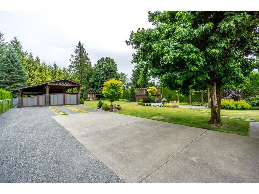 Detached at 2060 WINDSOR STREET, Abbotsford, British Columbia. Image 2