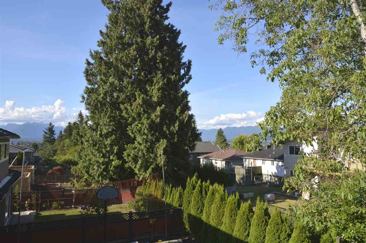 Half-duplex at 5596 HALLEY AVENUE, Burnaby South, British Columbia. Image 8
