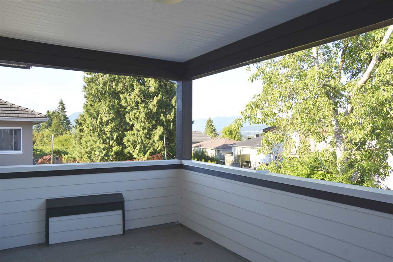 Half-duplex at 5596 HALLEY AVENUE, Burnaby South, British Columbia. Image 9