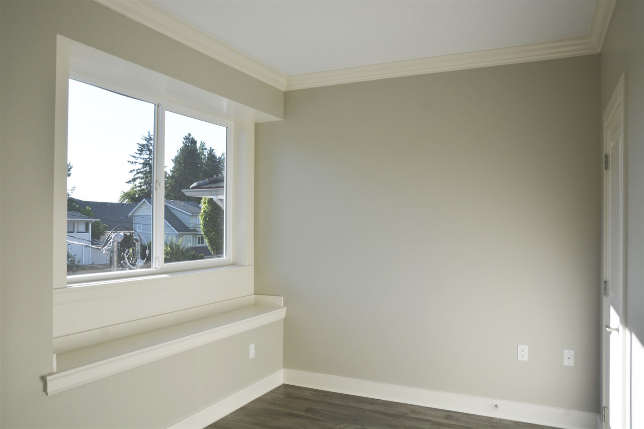 Half-duplex at 5596 HALLEY AVENUE, Burnaby South, British Columbia. Image 10
