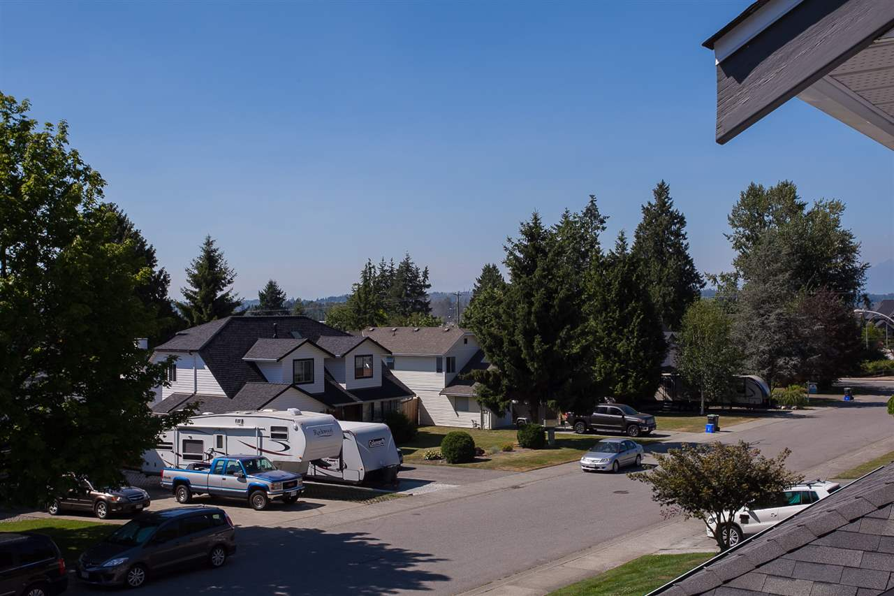 Detached at 5146 219A STREET, Langley, British Columbia. Image 18