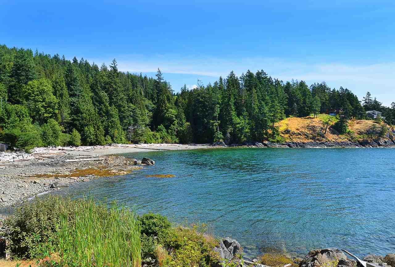 Detached at 5482 HILL ROAD, Sunshine Coast, British Columbia. Image 8